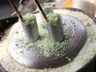 'Bánh ống' món quà của người Khmer