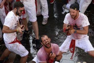 Cùng tắm rượu vang và đua cùng bò tót ở Tây Ban Nha
