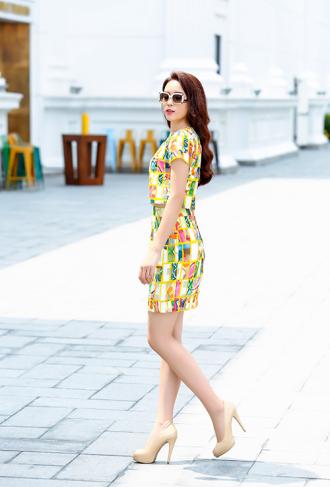 HH Kỳ Duyên váy ngắn, da trắng nõn không sợ nắng