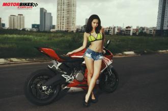 Ngắm Ducati 899 Panigale tuyệt đẹp bên cô nàng sexy