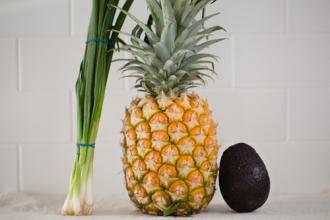 Tập trồng hành lá, dứa, bơ đơn giản trong cốc tại nhà
