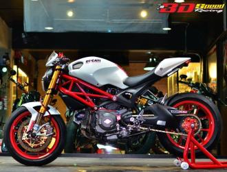 Vẻ sành điệu của Ducati Monster 796 độ bên đồ chơi hàng hiệu