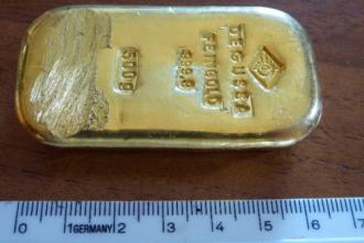 Du khách nhặt được thỏi vàng nửa kg khi đang bơi