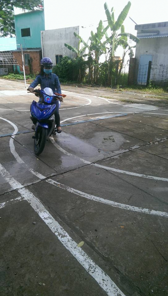 Khi biker nữ thi bằng lái bằng Exciter 150