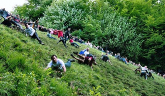 Lễ hội vồ phô mai nguy hiểm ở Anh