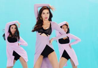 Ngắm Hà Hồ sexy trong trang phục tôn vòng một và chân dài trong MV