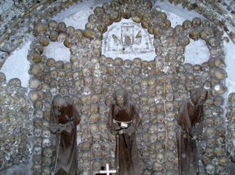 Những nhà thờ có khung cảnh dựng tóc gáy khi bước vào