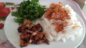 Bánh cuốn chả nướng - món ngon vị Bắc giữa Sài Gòn