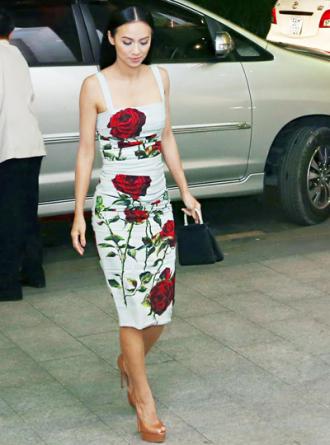 Huyền Ny khoe dáng với váy hiệu 3.000 USD