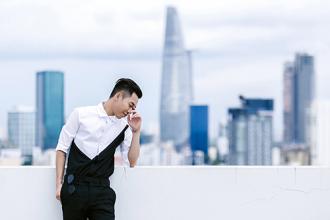 Stylist Hoàng Ku 'làm ảo thuật' với quần skinny đen