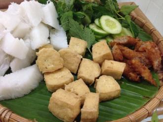 Thưởng thức món ăn gợi nhớ đất Bắc giữa lòng Sài Gòn