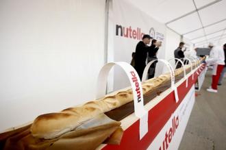 Hình ảnh chiếc bánh mì baguette dài nhất thế giới