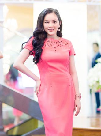 Lý Nhã Kỳ, Trần Thị Quỳnh trang điểm đẹp với son môi trầm