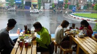 Quán bánh canh của hai nam diễn viên ở Hà Nội