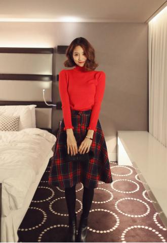 Bí quyết chọn váy áo đỏ đi chơi Noel thật gợi cảm