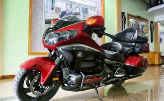 Cận cảnh Honda Goldwing phiên bản đặc biệt tiền tỉ tại Việt Nam