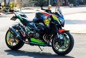 Hình ảnh Kawasaki Z800 cực kì nổi bật với phong cách Valentino Rossi