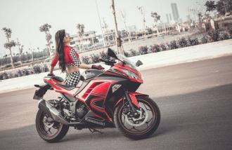 Ngắm Kawasaki Ninja 300 đọ dáng cùng cô nàng xinh đẹp cá tính