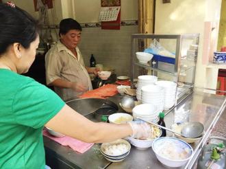 Quán hủ tiếu cá đã tồn tại hơn nữa thế kỷ ở Sài Gòn