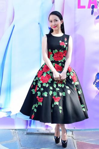 """Mặc váy xòe phồng không bị """"nuốt dáng"""" như Linh Nga"""