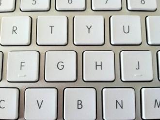 Bạn có biết tại sao phím J và F trên máy tính, số 5 trên điện thoại lại có gờ nổi?