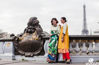 Ngắm áo dài Việt tha thướt trên đường phố Paris