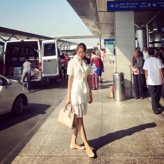 Ngắm thời trang sân bay điệu đà của Hoa hậu, Á hậu Việt