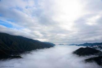 Ngắm vẻ đẹp mây Tà Xùa giữa ngày và đêm