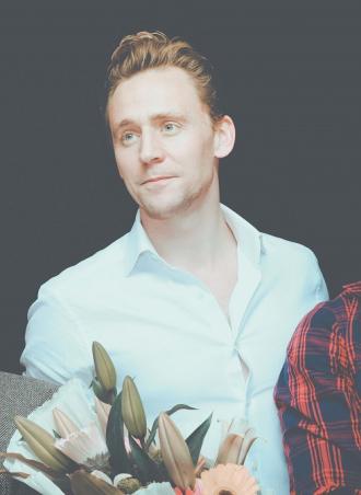 """Thân hình 6 múi của """"ác thần Loki"""""""