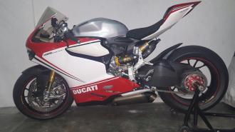 Ngắm siêu moto Ducati 1199 Panigale S độ pô Akrapovic