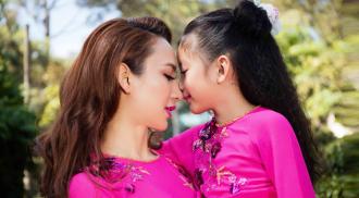 Ngọc Diễm và con gái diện áo dài đôi duyên dáng