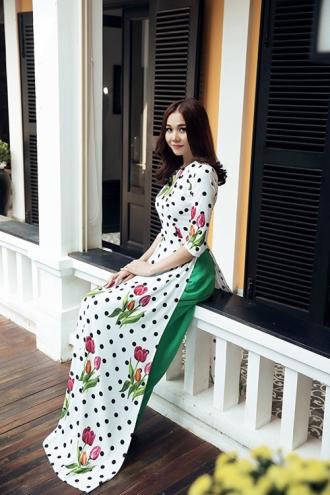 Siêu mẫu Thanh Hằng ngọt ngào với vũ hội chấm bi