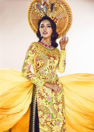 Trang phục dân tộc của Khả Trang ở Miss Eco Universe