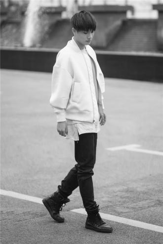 Trở thành 'bad boy' chính hiệu với 6 set trang phục cực chất