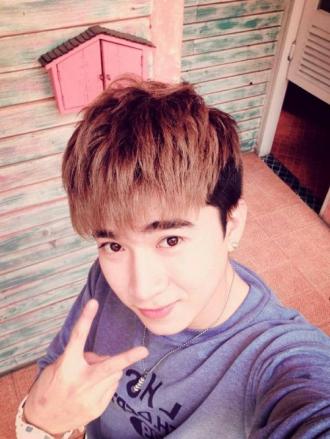 Những kiểu tóc nam mái bằng đẹp của sao kpop Hàn Quốc