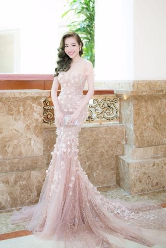 Phạm Hương đẹp hút mắt với phong cách tương phản
