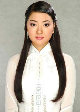 Phong cách trang điểm khi mới đăng quang của các hoa hậu Việt