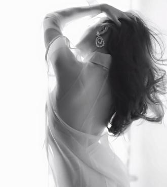 Thân hình sexy siêu gợi cảm của Hoàng Thùy Linh