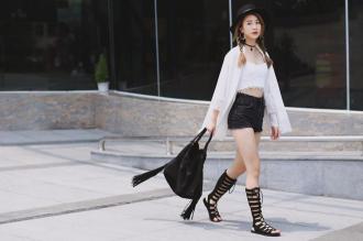 Mốt giày dép khiến sao ngoại và sao Việt đều mê mẩn