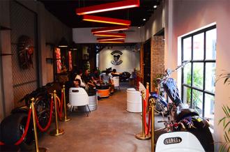 'VietGangz Brotherhood' quán cà phê như một gara cực chất ở Sài Gòn
