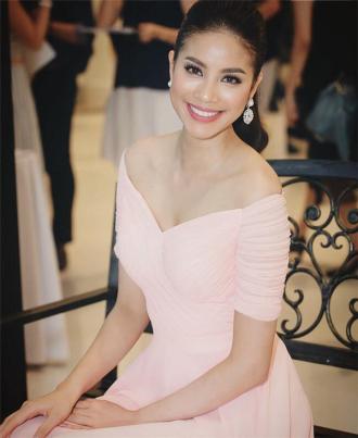 """Mĩ nhân Việt nào """"ngọt"""" nhất khi mặc váy áo trễ vai?"""