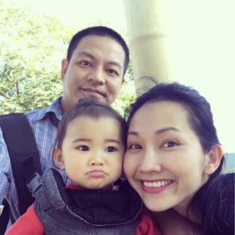 Vợ chồng Kim Hiền đưa hai con đi siêu vui