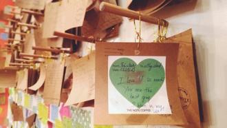 Quán cà phê lưu giữ những lời nhắn viết tay ở Hà Thành