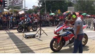 Drag race đường phố quy tụ toàn môtô mạnh mẽ