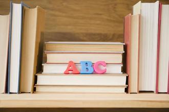 Cách sắp xếp giá sách tiết lộ tính cách chủ nhân