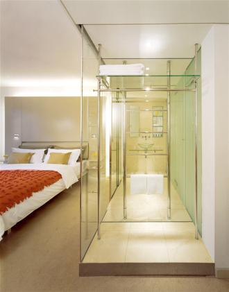 Sự thật đằng sau việc nhiều khách sạn thiết kế phòng tắm