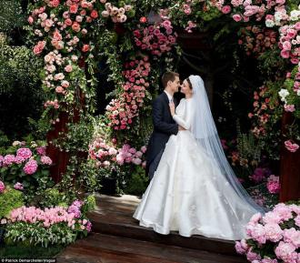 Hé lộ váy cưới đẹp nghẹt thở của Miranda trong lễ kết hôn