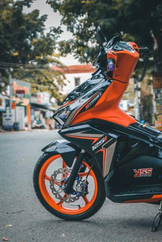 Air Blade độ chọn tông màu Orange & Black đẹp hút hồn