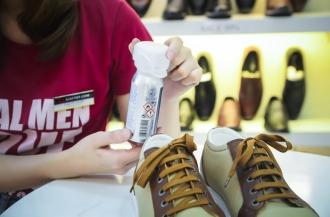 Có nên xịt khử mùi giày không? Loại nào tốt nhất
