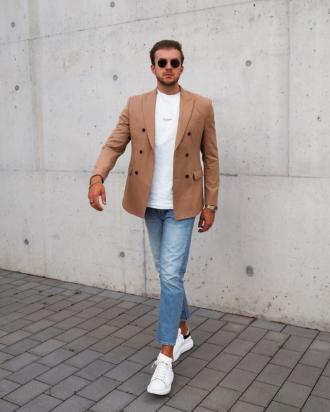 Nổi bần bật khắp phố chỉ với một item quần jeans cá tính